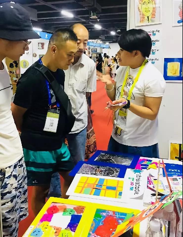 贵州省美术家协会代表对艾涂图的教育理念赞赏有加